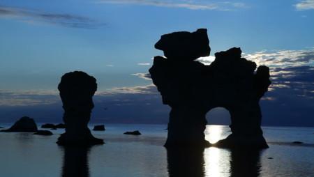 Déjate asombrar por estas columnas de piedra del mar de Gotland, en Suecia