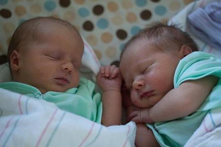 Los partos gemelares no tienen por qué ser por cesárea