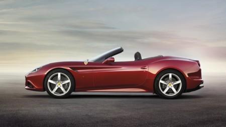 Ferrari California T exterior rojo lateral