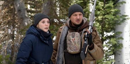 Jeremy Renner y Elizabeth Olsen buscan a un asesino en el tráiler de la prometedora 'Wind River'