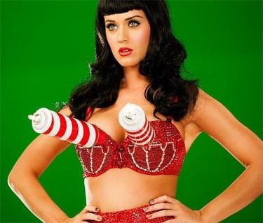Katy Perry y su videoclip California Gurls ¿copia de Lady Gaga en una escena o es cosa mía?