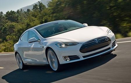 Tesla Model S blanco dinámica 01