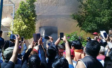 Un rumor falso, dos hombres quemados vivos: los crecientes linchamientos a causa de WhatsApp