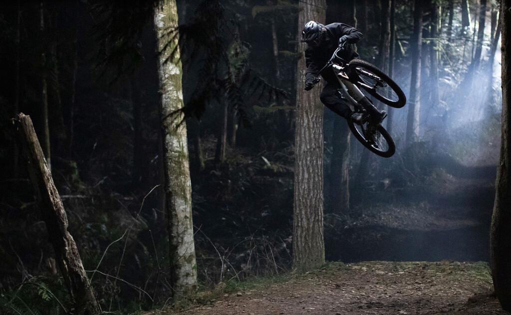 La Turvo Levo 2022 de Specialized es una robusta y ligera bicicleta eléctrica pensada para el trail y las rutas más exigentes