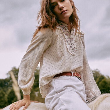 Hoss Intropia nos enamora con su colección Otoño-Invierno 2021/2022: los vestidos y blusas de estilo boho son un auténtico flechazo