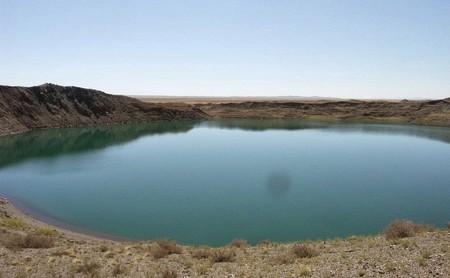 Existe un lago formado por una explosión nuclear, pero es mejor que no te bañes en él