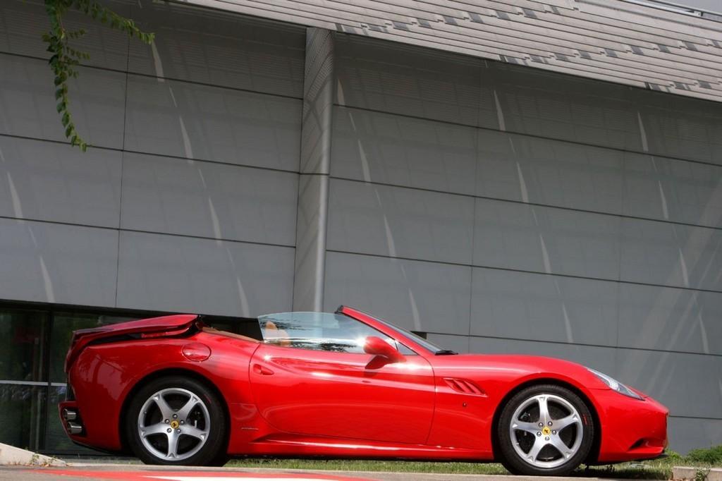 Foto de Ferrari California (14/50)