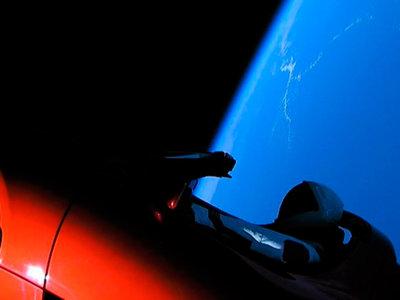 Lo del Tesla Roadster en el espacio es el anuncio de coches más caro e impactante de la historia