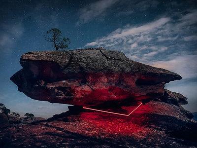 """""""La línea roja"""", de Nicolas Rivals: instalaciones irreales para conectar al hombre con la naturaleza"""