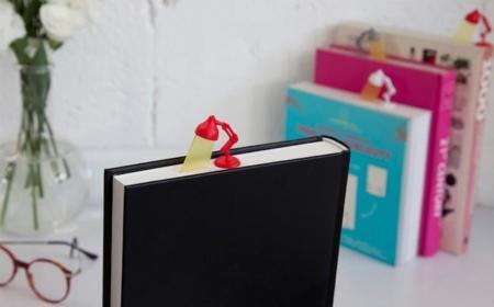 Un divertido marcapáginas para amantes de los libros en papel y el estilo retro
