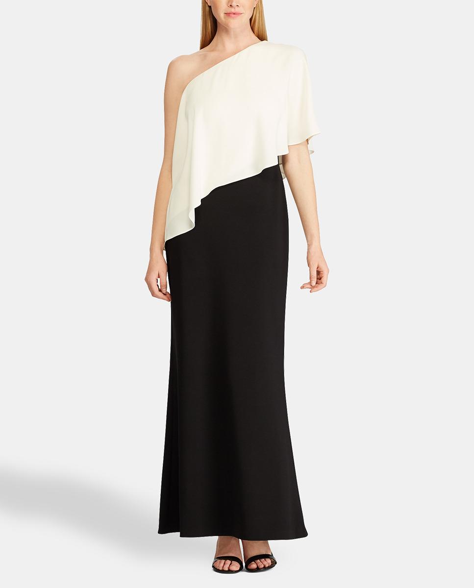 Vestido asimétrico con un hombro al aire en blanco y negro.