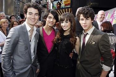 El cutre-vídeo casero de los Jonas Brothers y Demi Lovato
