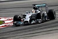 "Lewis Hamilton gana un ""entretenido"" Gran Premio de Malasia"