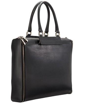 Con su nuevo bolso Modular Bag, un estupendo dos en uno de Furla, city meets country