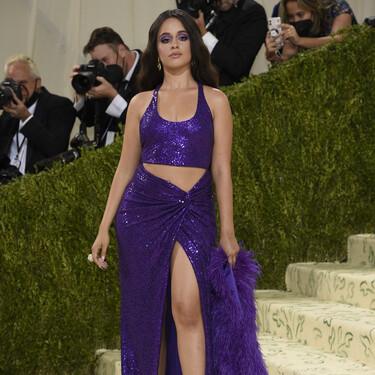 Camila Cabello apuesta todo al morado y a las faldas pareo en la Gala MET 2021