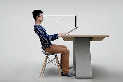 Biuro, una mesa ergonómica para trabajar con el portátil