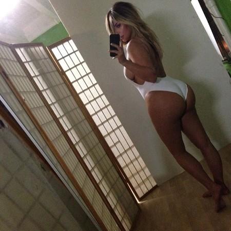 Cachete, pechito... Kim Kardashian is back, baby