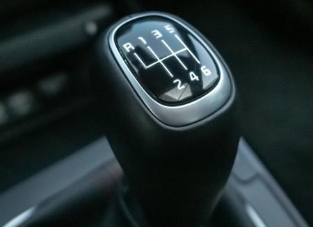 Sí, existe una transmisión manual con palanca de cambios, pero sin pedal de clutch: así funciona