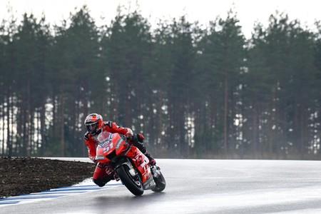 Los probadores de MotoGP estrenan bajo la lluvia el Kymiring finlandés a un año de su debut