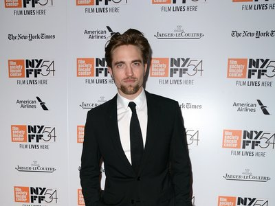 Robert Pattinson se reinventa, de ídolo adolescente a actor serio, respetado (y elegante)