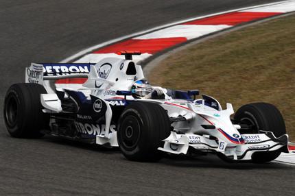Nick Heidfeld supera a Hamilton en los últimos libres