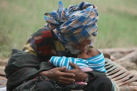 El padre más viejo del mundo: tuvo un hijo a los 96 años