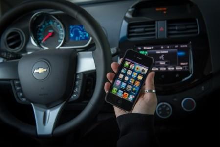 Apple registra una patente que impediría manejar el móvil mientras conduces
