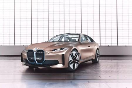 BMW i4 Concept: el primer Gran Coupé eléctrico de la firma alemana llega con 600 km de autonomía y su mítico logo rediseñado