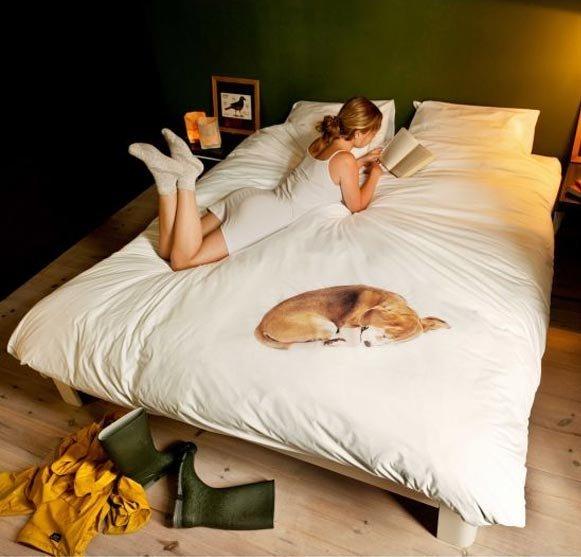 Un edredón con perro incluido