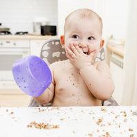 Los pediatras advierten: calentar plásticos en el microondas o lavarlos en el lavavajillas puede contaminar la comida de nuestros hijos