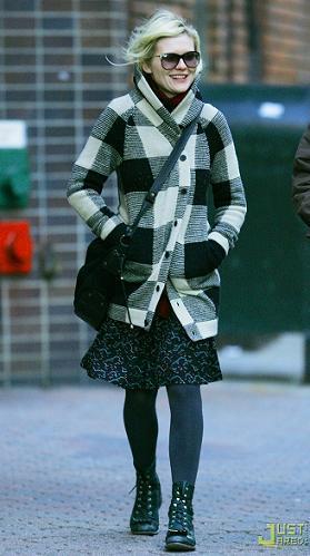 Contra el frío, un buen abrigo (por Kirsten Dunst)