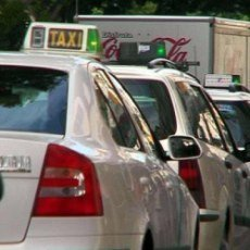 Dilema resuelto: los niños si podrán ir en taxi con el nuevo carné por puntos