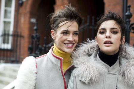 """Una modelo española y el estilo más """"british"""", los protagonistas de la campaña de invierno de la firma italiana Fay"""