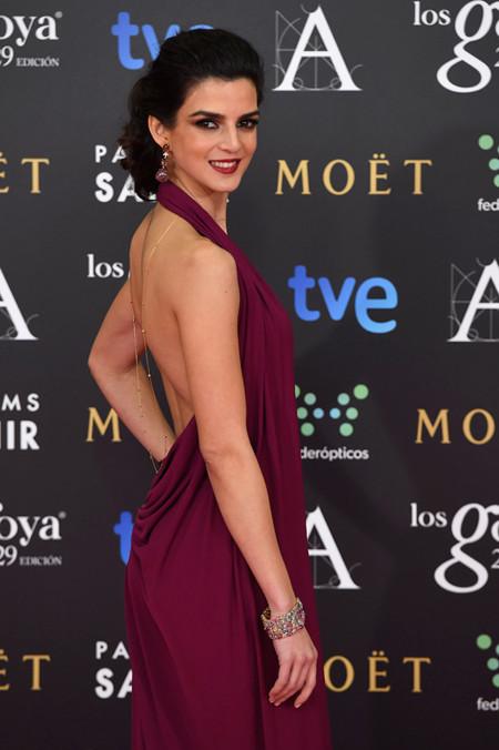 La espalda de Clara Lago causa furor en los Premios Goya 2015