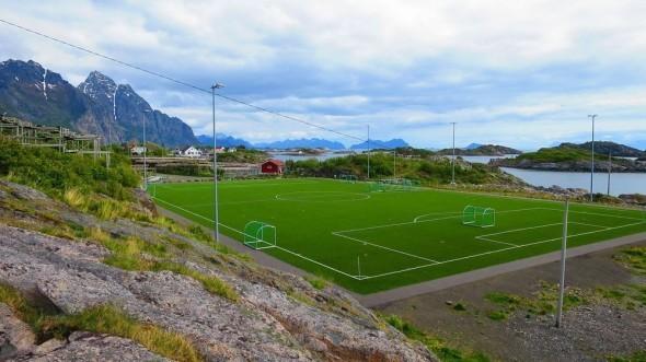 Henningsvr Stadion 22 590x331
