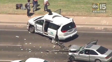 Turno de Google: un coche autónomo de Waymo se vio involucrado en un aparatoso choque en Arizona