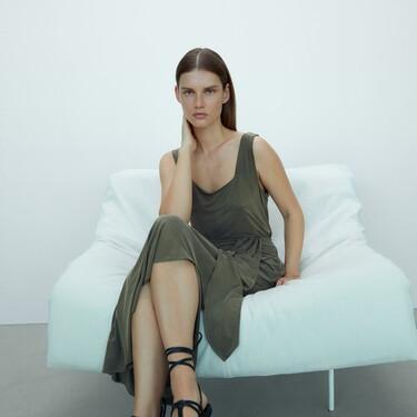 Siete faldas midi de las rebajas de Massimo Dutti que son ideales para cualquier momento del día y de la noche