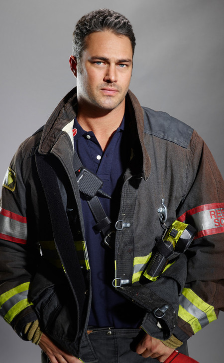 Rs 634x1024 160209075324 634 Taylor Kinney Chicago Fire 2 Ch 020916