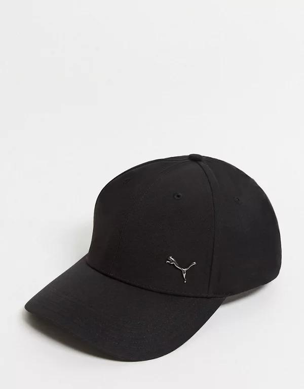 Gorra con logo de metal en negro de Puma