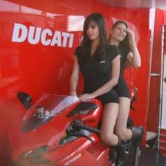 Foto 6 de 35 de la galería las-pit-babes-de-estoril-en-una-ducati-1098 en Motorpasion Moto