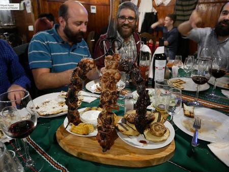 Banquete a muerte en Vallecas: bienvenidos a la pantagruélica Taberna Búlgara