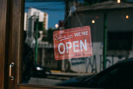 Cerrado los domingos porque no se pueden hacer horas extras
