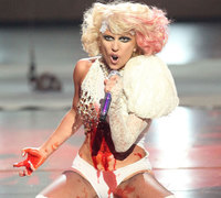 Acusan a Lady Gaga de inducir al suicidio