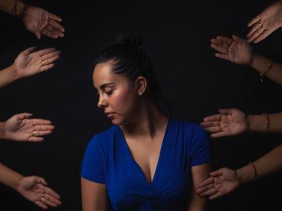 Cuando ni Siri ni Google pueden ayudarte: los psicólogos que trabajan para que los asistentes cuiden y protejan a las personas