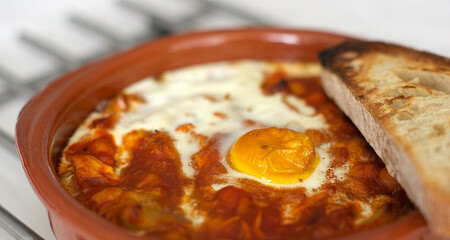 Huevos al plato con ropa vieja