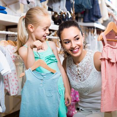 Ir con los niños a comprar su propia ropa: beneficios y consejos para una experiencia positiva