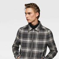 La chaqueta Harrington a cuadros: el nuevo básico de otoño que necesitas según Zara