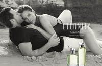 25 años después, Christy Turlington vuelve a ser la imagen de Eternity... junto a su marido, Ed Burns