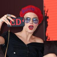 Con o sin melena Cara Delevingne mola, y hoy lo ha demostrado en Cannes