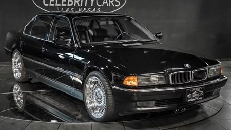 El BMW en el que Tupac Shakur fue tiroteado vuelve a la venta por 1,57 millones de euros, pero ahora sin agujeros de bala